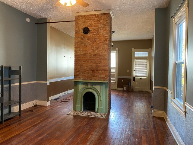 fireplace in paristown before getting repainted